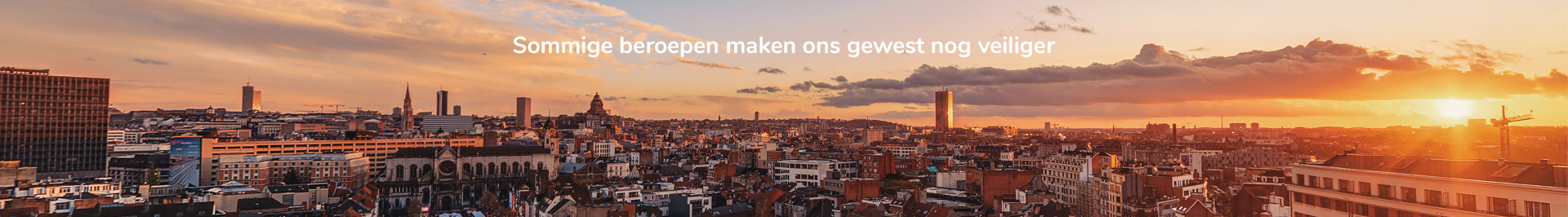 """Skyline uit Brussel met Brusafe's slogan """"Er zijn banen die onze regio nog veiliger maken""""."""